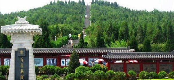 The-mausoleum-of-Emperor-Qinshihuang-600x275
